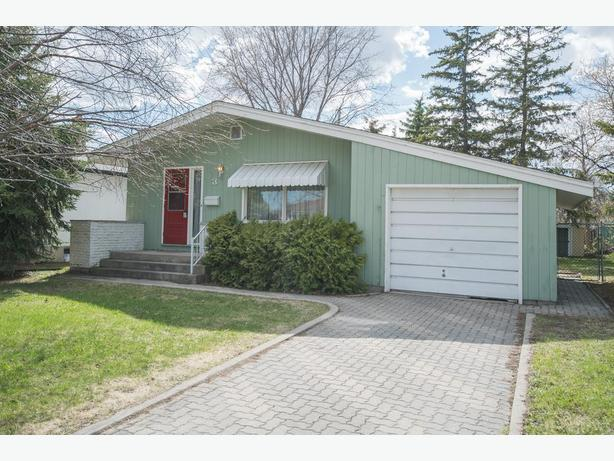 Move-In Ready Bungalow in East Transcona - Jennifer Queen