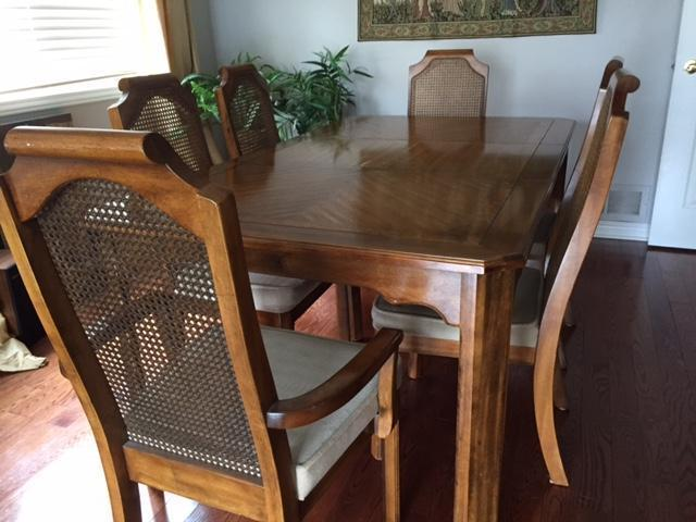 Dining Room Table 6 Chairs 2 Are Captain S Chair Nepean