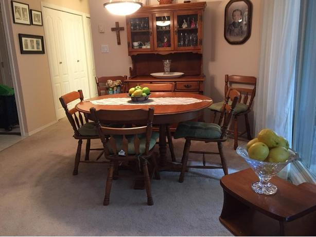 Roxton Maple Dining Table Chairs Buffet Hutch