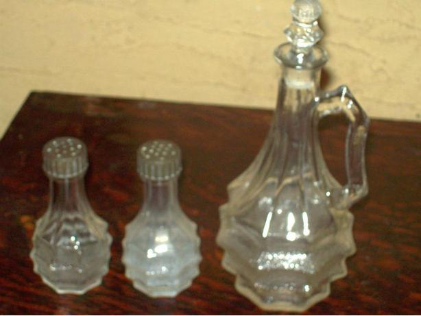 1932 HORNE SALT & PEPPER & VINEGAR SET