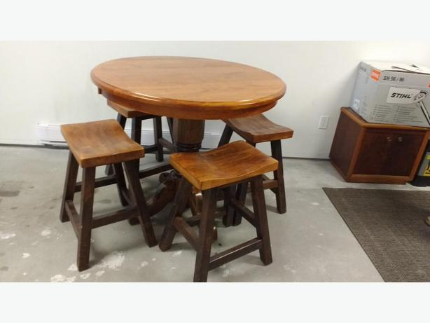 Solid Wormy Maple Bar Height Round Table And 4 Solid Maple Stools