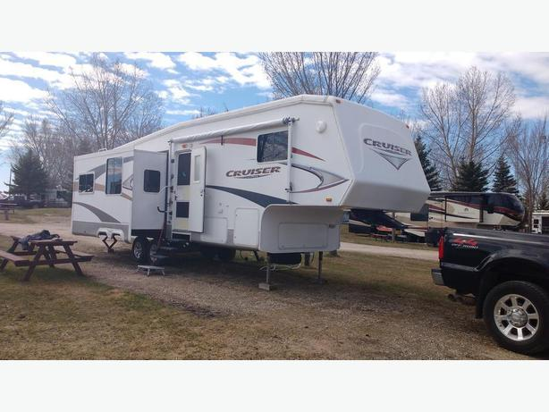For Sale Cruiser Crossroads 2009 ,5th wheel
