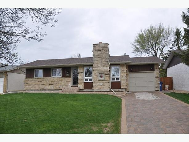 70 Maddin Crescent- Professionally Marketed by Judy Lindsay Team