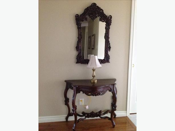 ACCENT TABLE AND MIRROR