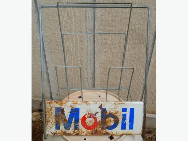 **SPP** - VINTAGE 1970's MOBIL GAS ADVERTISING DISPLAY RACK FOR MAPS