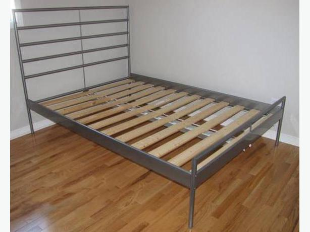 Queen size bed and single bed with mattress