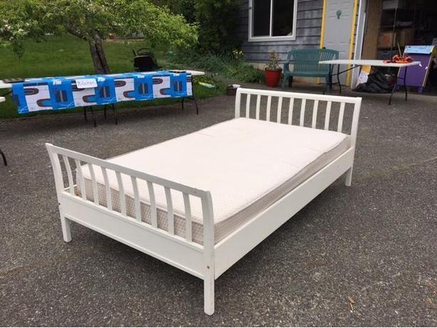Twin Bed w Mattress