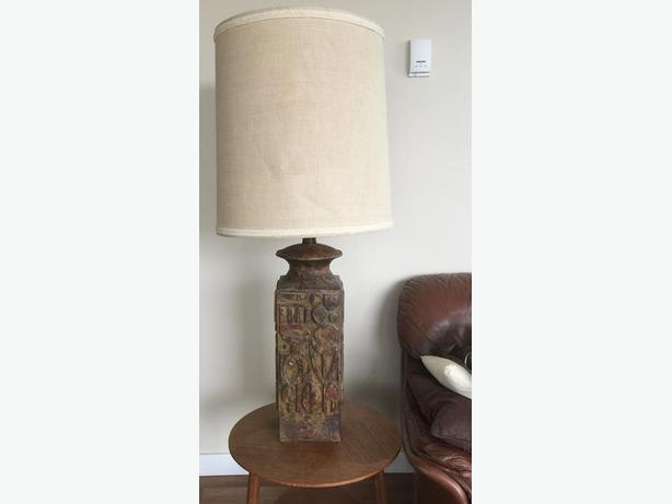 Classic lamp with clay base