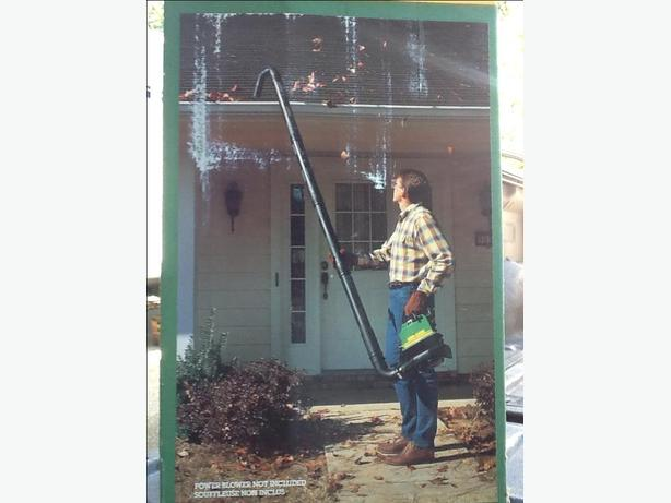 Eaves trough cleaner