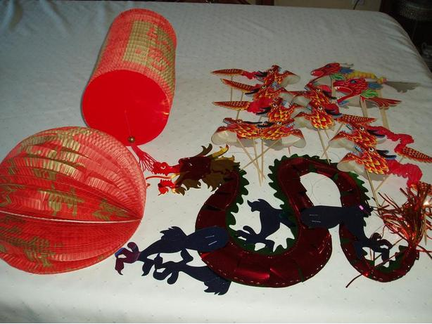 Dragon party decor