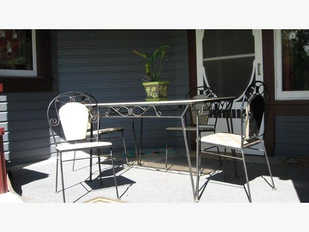 wrought iron patio table &chairs