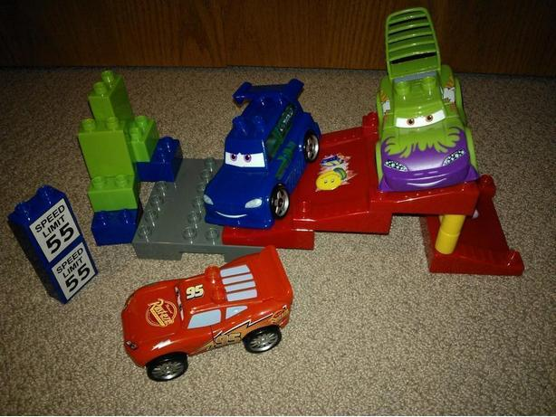 Disney Cars McQueen and Friends Play Set