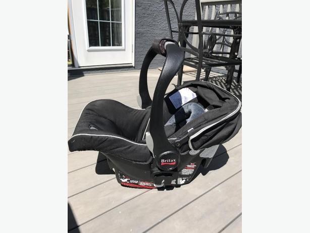 britax bsafe infant car seat with 2 bases south regina regina. Black Bedroom Furniture Sets. Home Design Ideas