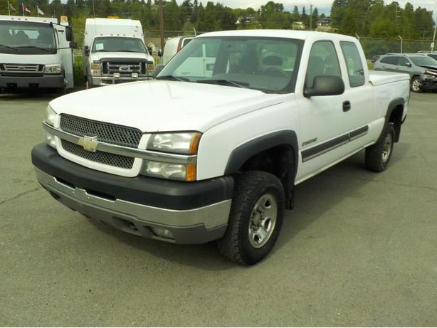 2004 Chevrolet Silverado 2500HD Work Truck Ext. Cab Regular Bed 4WD with Tonneau