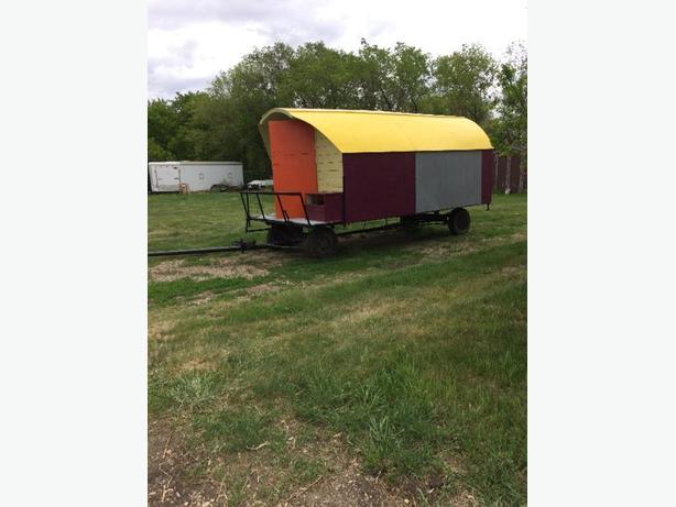 horse pulling karavan