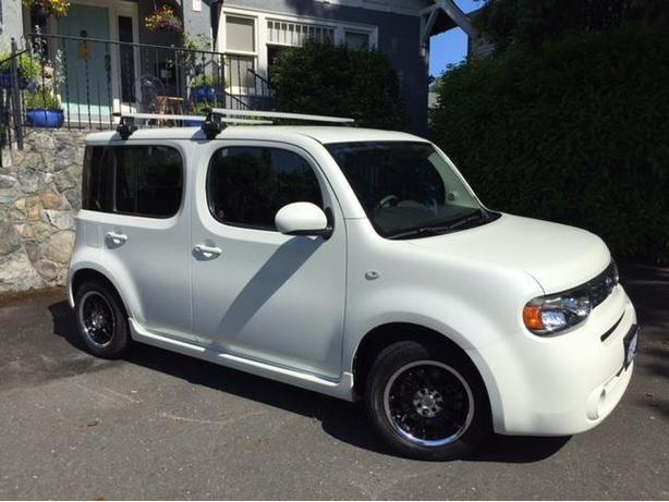 Amazingly Low 70000 Km39s Pearl White 2009 Nissan Cube Saanich
