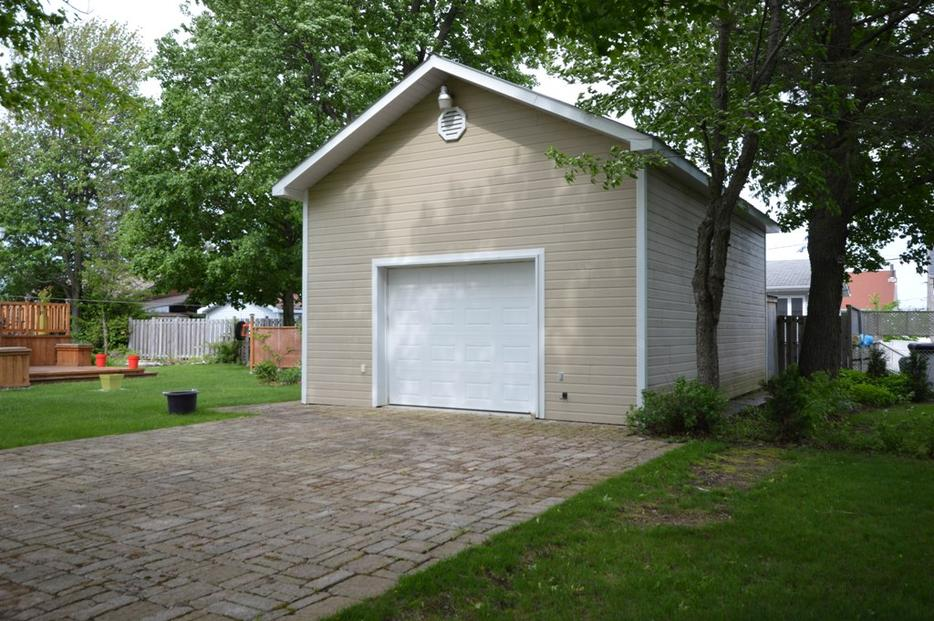 Bungalow garage quadruple st alexandre montreal montreal for Garage ad st coulomb