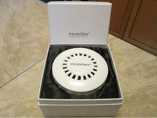 Pandora porcelain unforgettable moments bracelet case/ Brand new / excellent con