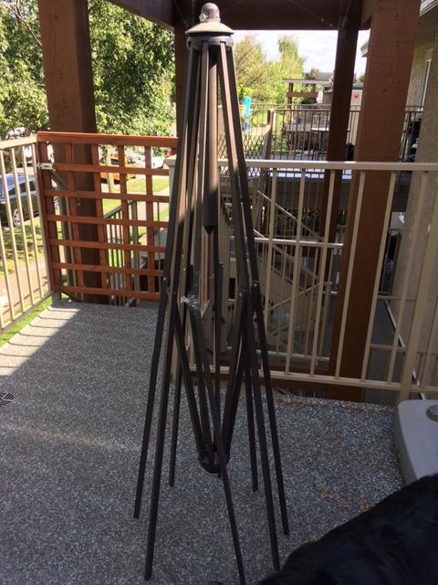 Free Everite Cantilever Patio Umbrella Stand Victoria