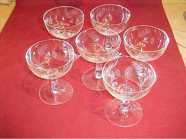 6 ETCHED GLASS CHAMPAGNE GLASSES