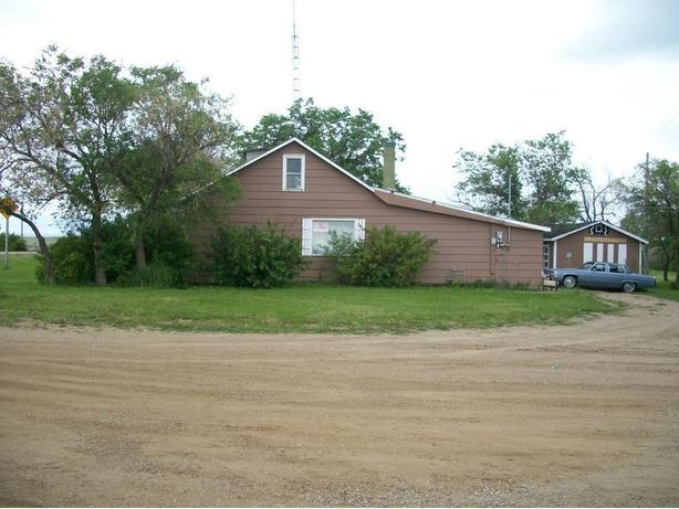 FOR SALE WITH TRADE AS DOWN PAYMENT 3 BEDS HOUSE WITH GARAGE LARGE TREED LOT