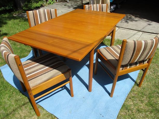 GRAMAS 1981 TEAK EXTENDABLE TABLE AND FOUR CHAIRS