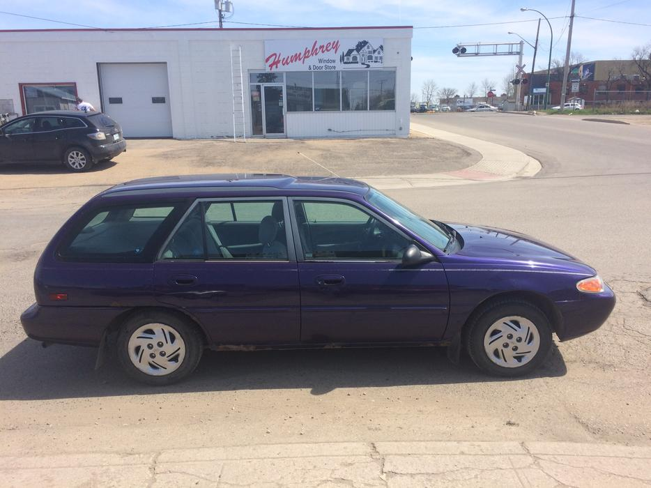 oro 1997 ford escort lx station wagon auto central regina. Black Bedroom Furniture Sets. Home Design Ideas