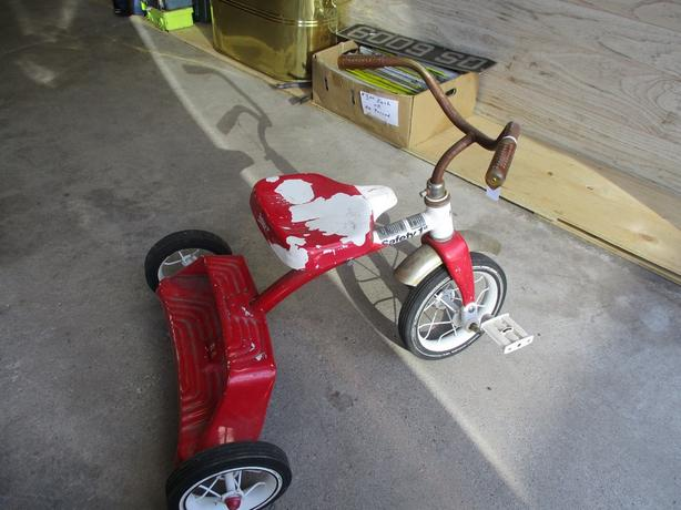 1960S METAL TRICYCLE FROM ESTATE