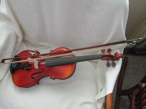 STUDENT LEVEL VIOLIN FROM ESTATE