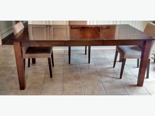 Pavillion Dining Table