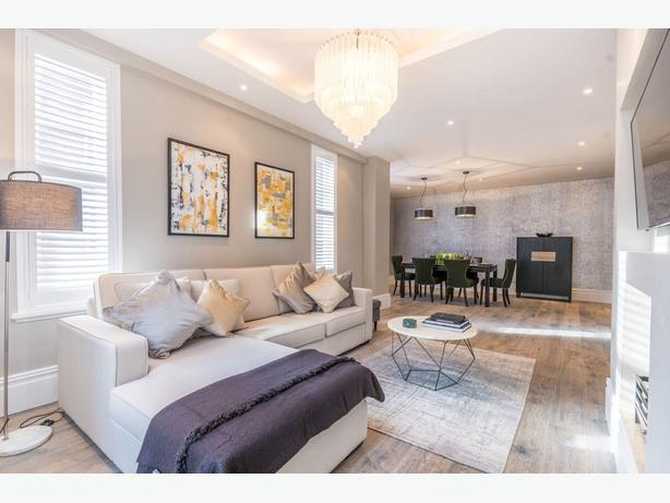 Beautiful 2 bedooms apartment, 1200 sq. ft. 2 bath, close to York U.