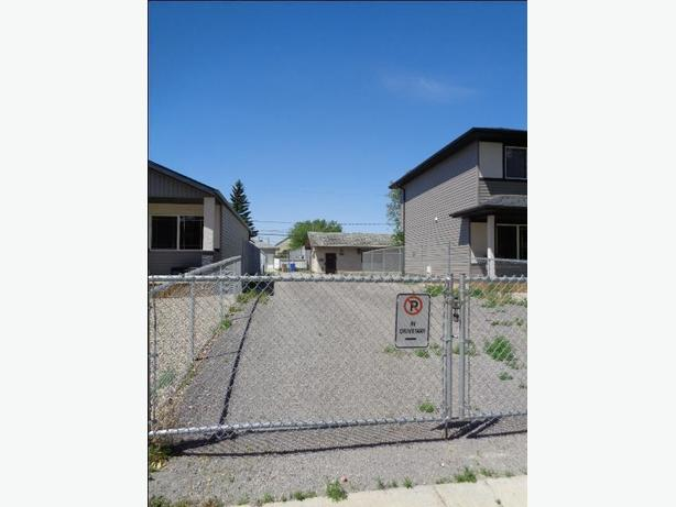 Double Garage & Fully Fenced Lot for Lease
