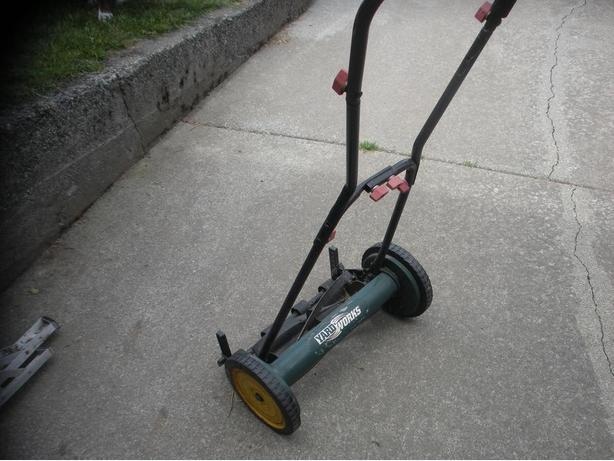 Lawnmowers snowblowers for sale in victoria bc mobile for Gardening tools victoria bc
