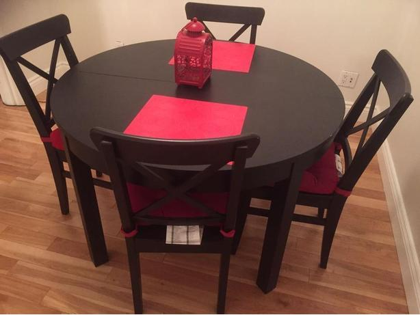 Excellent condition dining table and chairs