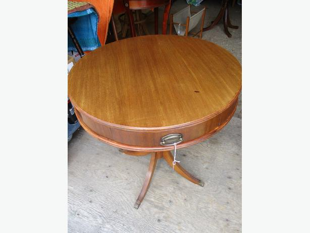 ESTATE ROUND 1940S MAHOGANY END TABLE