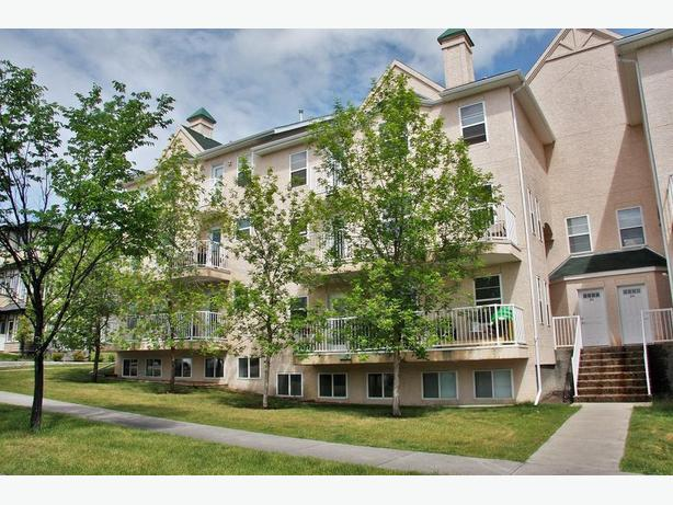 Fabulous 2 Bed Townhouse With Attached Oversize Garage