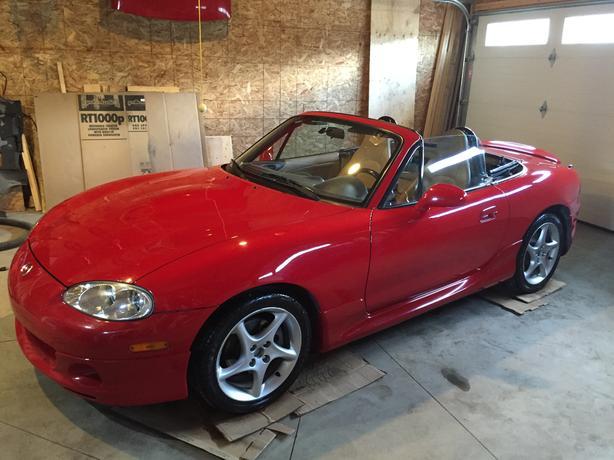 Beautiful Fun Red 6 Speed Leather Seat Miata Convertible!