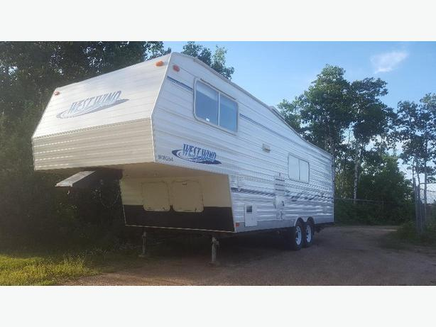 2005 Westwind fifth wheel with bunks