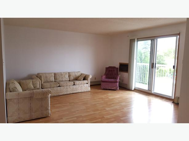Large Appt Perfect Location and Features!!!  Female Roommate needed