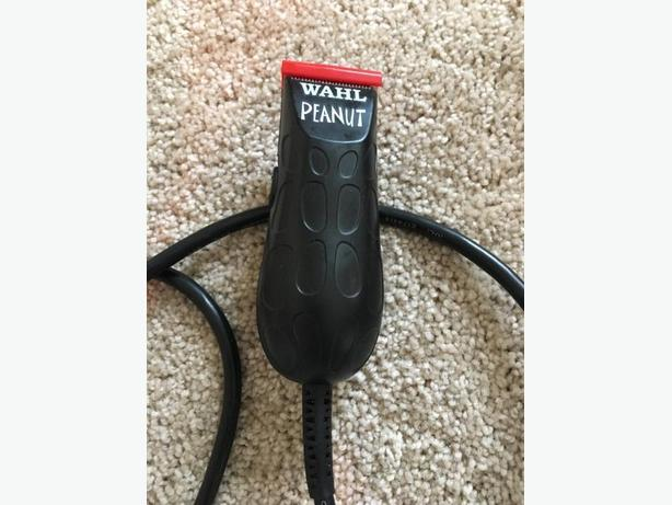 Black and Red Wahl Peanut hair trimmer