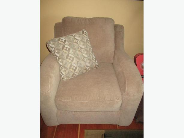 A-1 Living Room Set 3pc with decorative pillows