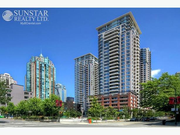 Yaletown 660sf 1 Bed + Den Condo w/ City View @ Yaletown Park II