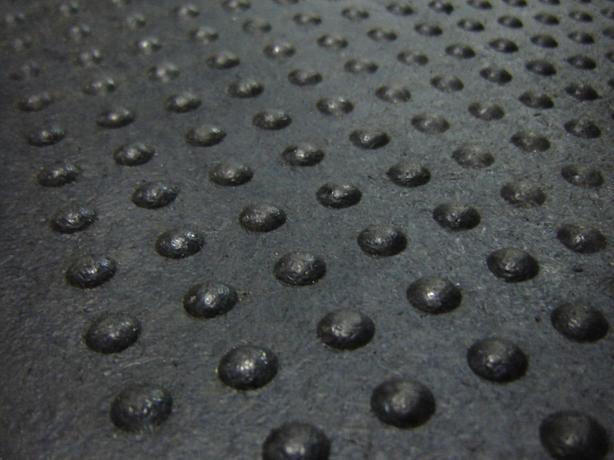 "NEW! 4' x 2' x 5/8"" Dome Top Rubber Mats"