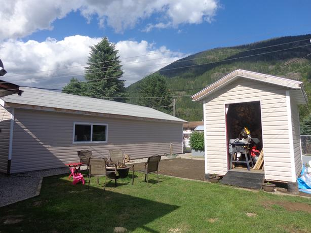 Upgraded double wide in Salmo!