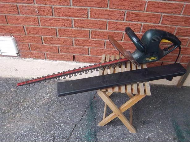 """Yardworks"" 25"" electric hedge trimmer  ))REDUCED(("
