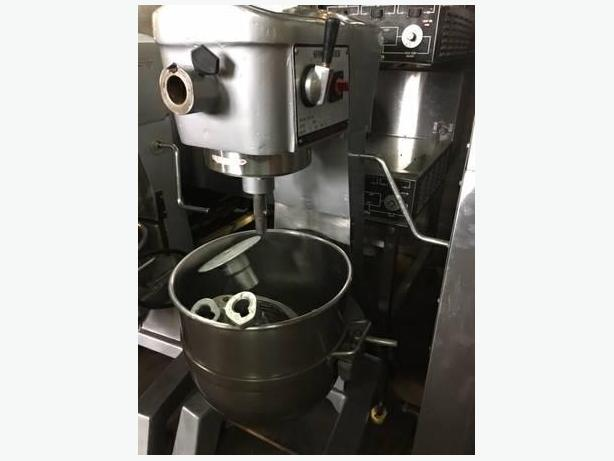 30 QT Sinmag Mixer ( Free Shipping and Warranty )