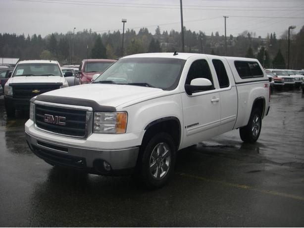 2009 GMC Sierra 1500 SLT Z71 Ext. Cab Standard Box 4WD with Canopy