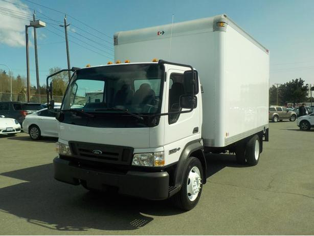 2009 Ford LCF 550 Turbo Diesel Regular Cab Dually 2WD 14 Foot Cube Van w/ Power