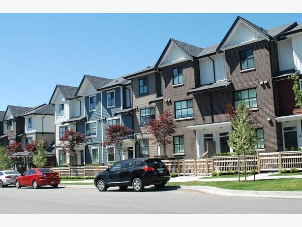 Fully Furnished 2 Bedroom 2 Bath Townhouse in Burnaby #769