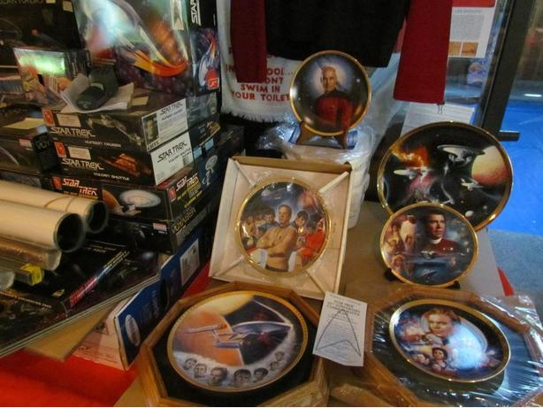 """""""COLLECTORS"""" Star Trek Collectable Plates """"Beautiful Large Collection"""""""